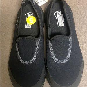 NWT sketcher go walk black shoes kids size 5
